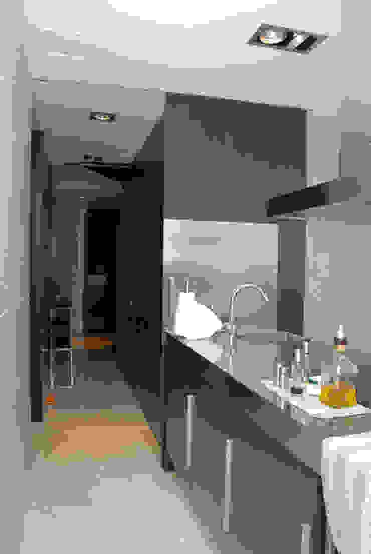 Casa en Premià de Mar 2008 Cocinas de estilo moderno de VETZARA 3 S.L. Moderno