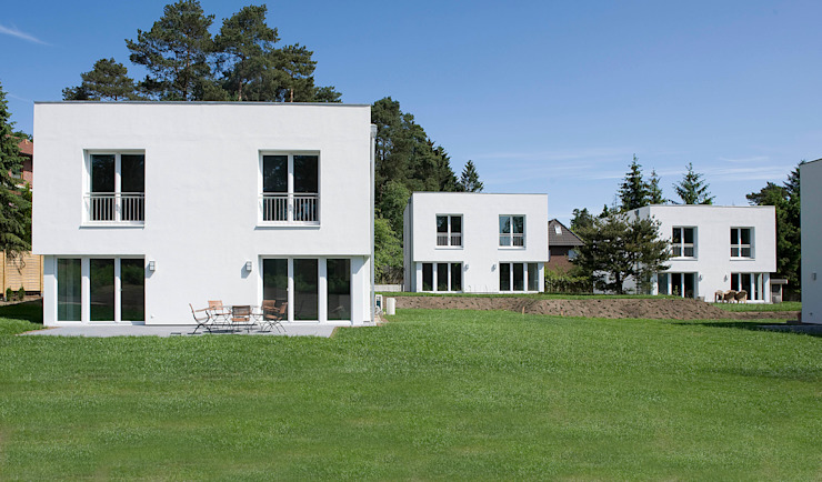 Jesteburger Sonnenhäuser – die wichtigsten Fakten auf einen Blick Häuser von Jesteburger Sonnenhäuser GmbH & Co. KG