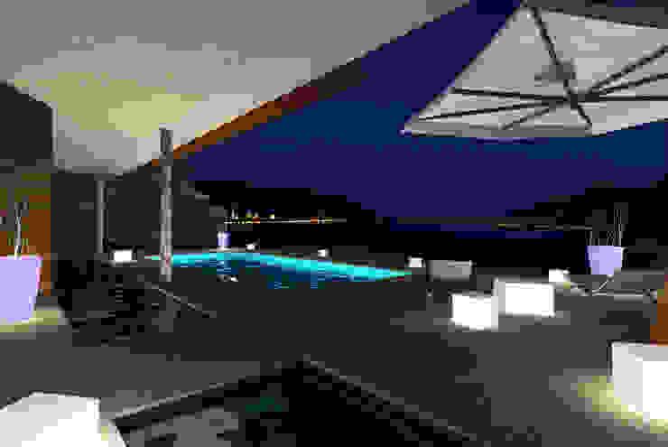 Terrace View Case moderne di STUDIO RANDETTI - PROGETTAZIONE E DESIGN Moderno