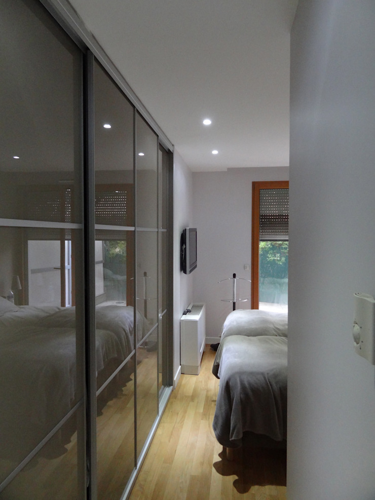 Appartement Villeurbanne Dressing moderne par Agence LVH Moderne