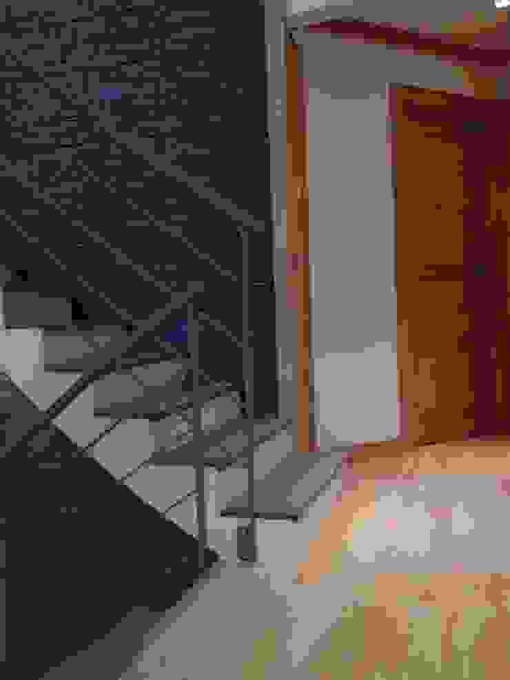 Escalier Maisons modernes par DAI Création Moderne