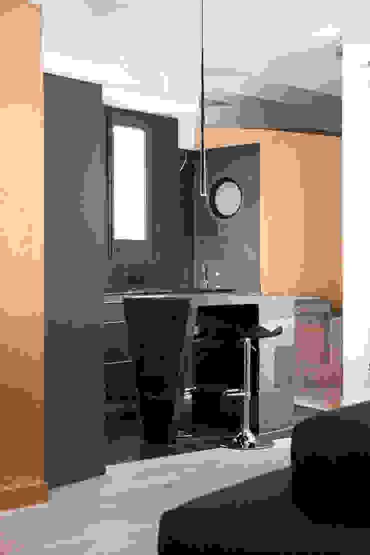 Casa Moncada Caruselli Cocinas de estilo moderno de jorge rangel interiors Moderno