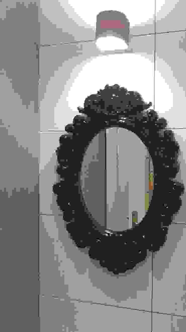 Espejo pequeño barroco negro para baño Baños de estilo moderno de SERRANOS Studio Moderno