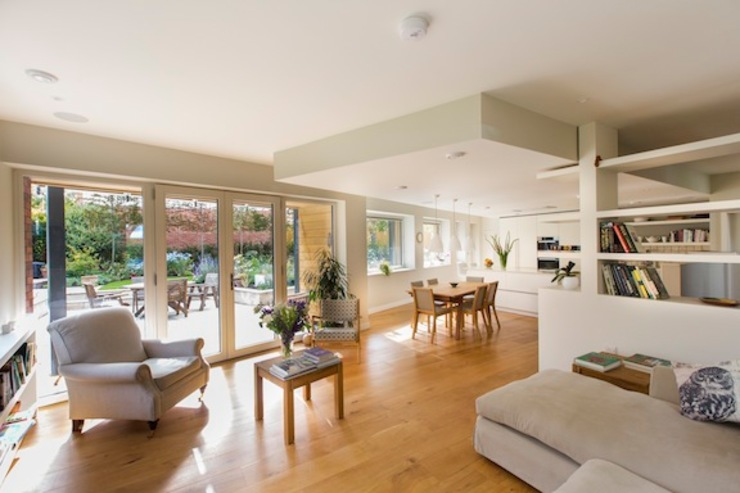 Cheltenham Passivhaus Moderne woonkamers van Seymour-Smith Architects Modern