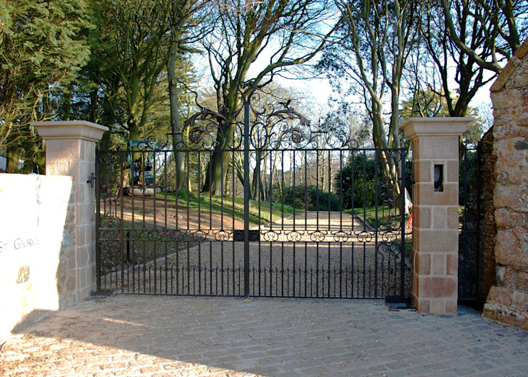 Estate Entrance Gates: classic  by Unique Iron Design Ltd., Classic