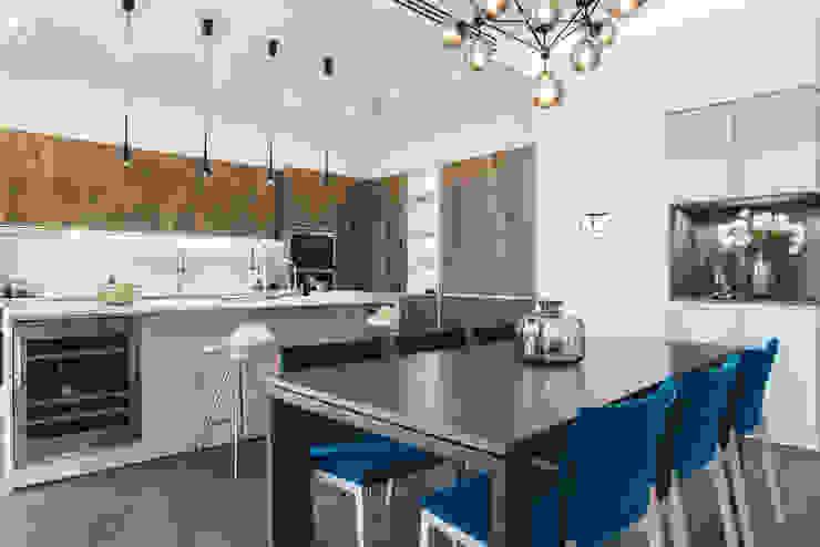 Квартира в <q>Ark Palace</q> Кухня в стиле минимализм от Kristina Petraitis Design House Минимализм