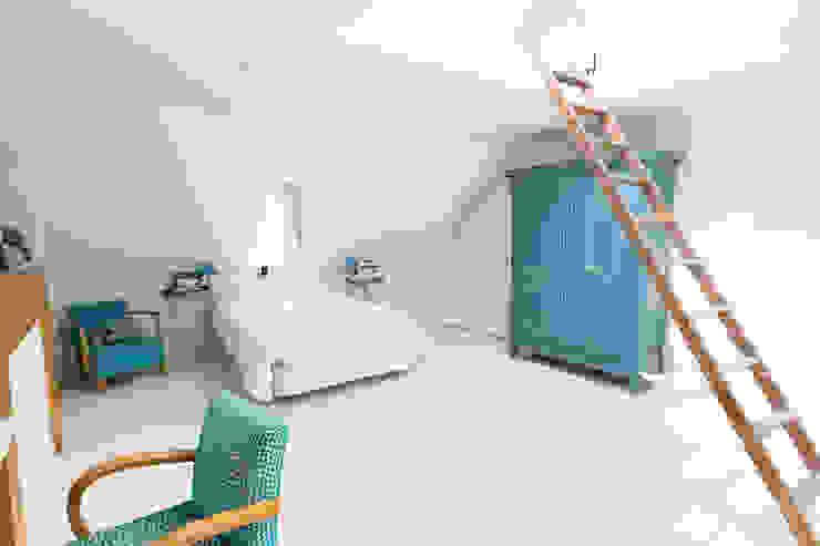 Chambre parentale Couloir, entrée, escaliers originaux par Christèle BRIER Architechniques Éclectique