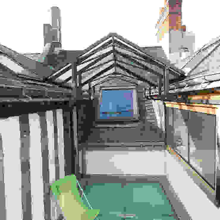 La terrasse sur les toits Balcon, Veranda & Terrasse originaux par Christèle BRIER Architechniques Éclectique