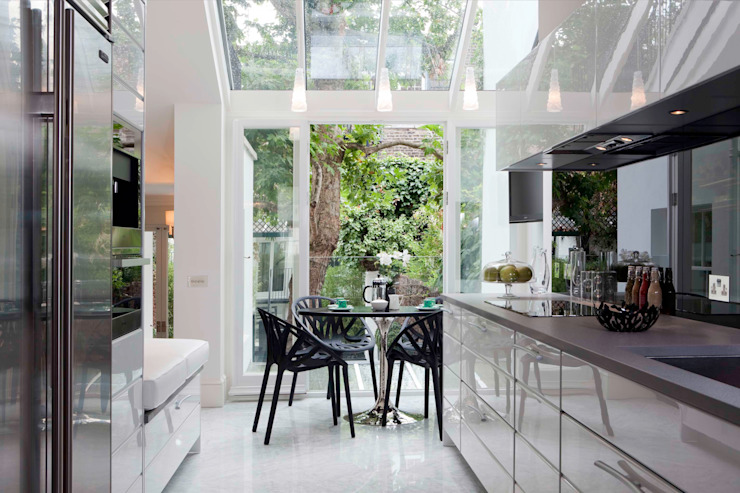 Kitchen di Siobhan Loates Design Ltd Classico