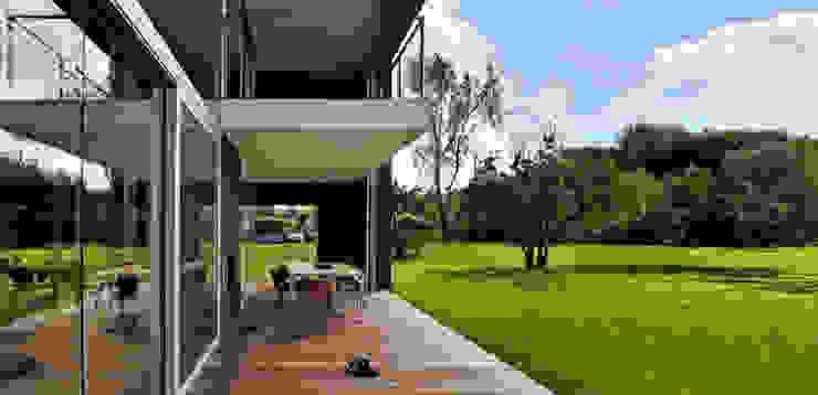 Balcones, porches y terrazas de KWK Promes