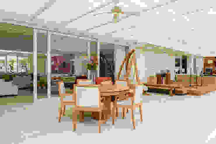 Modern terrace by Airbnb Germany GmbH Modern