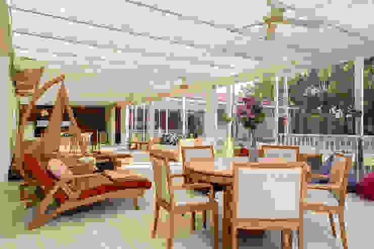 Amazing House in Barra - R10 (Ronaldinho) Moderner Balkon, Veranda & Terrasse von Airbnb Germany GmbH Modern