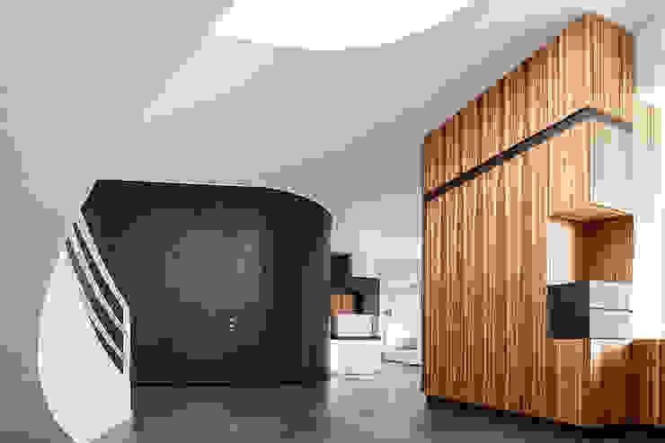 Entrance Pasillos, vestíbulos y escaleras de estilo moderno de Studio 4e Moderno