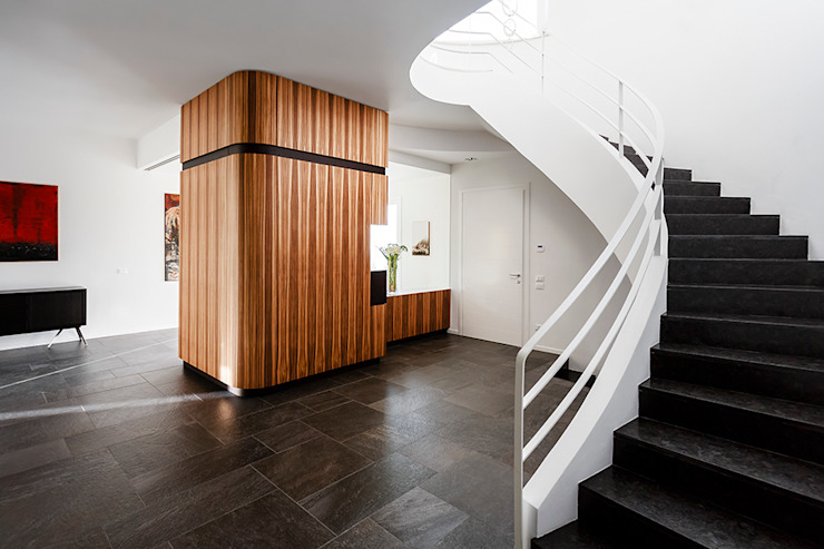 The entrance Modern corridor, hallway & stairs by Studio 4e Modern