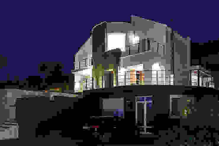 Main front Casas estilo moderno: ideas, arquitectura e imágenes de Studio 4e Moderno