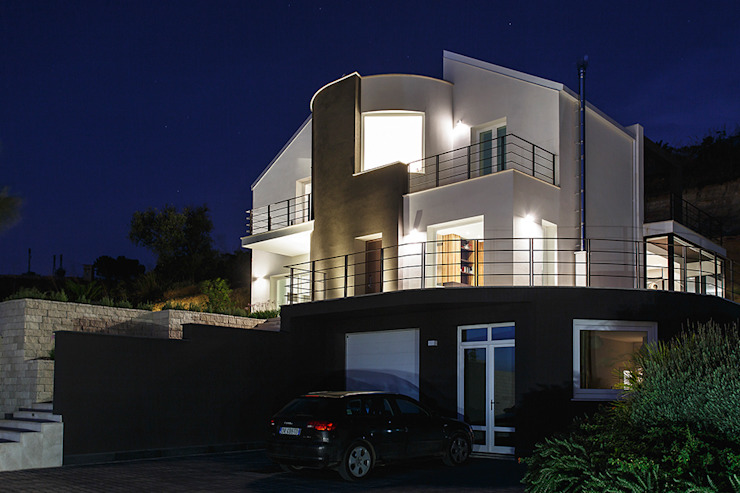 Main front Rumah Modern Oleh Studio 4e Modern