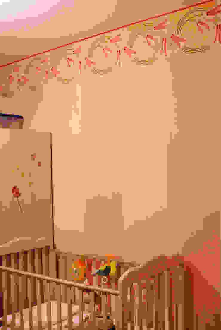 Decorazione murale per la cameretta Camera da letto in stile classico di RIECOLOGIZZO Classico