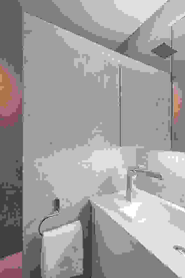 Casas modernas por Laura Yerpes Estudio de Interiorismo Moderno