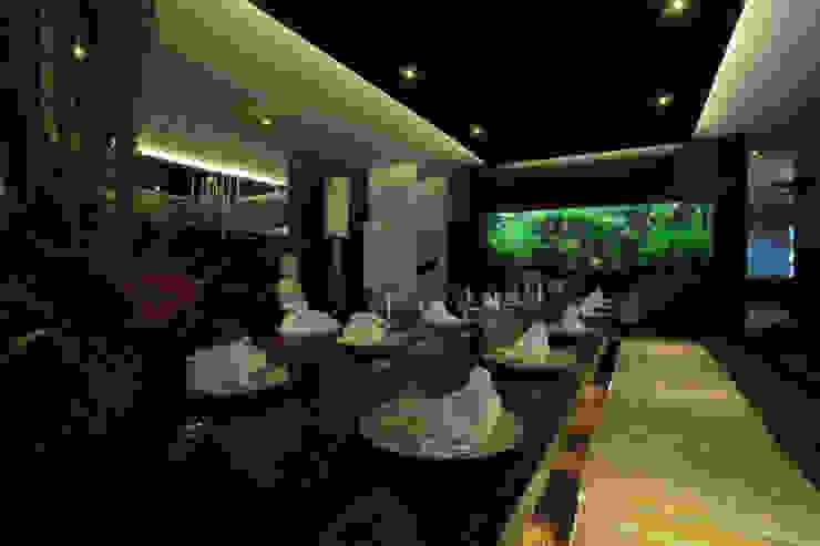 Exotic Thai Restaurant Gastronomia in stile asiatico di Aquarium Architecture Asiatico