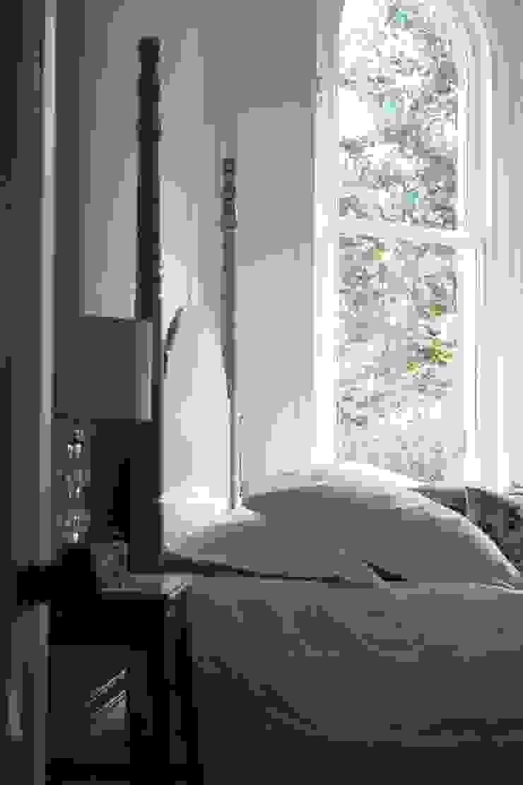 The Calverley Four Poster Bed TurnPost Eklektik