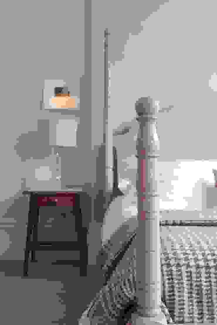 The Calverley Four Poster Bed - A Parisian Air TurnPost Eklektik