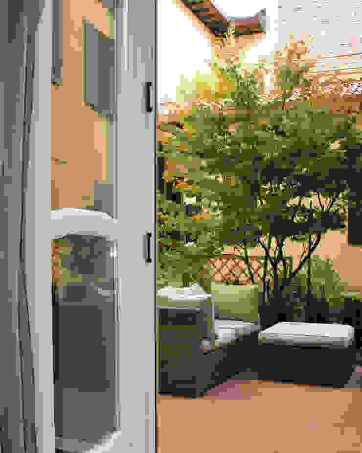 Un giardino nascosto Case moderne di NICOLA BISIO ARCHITETTO Moderno