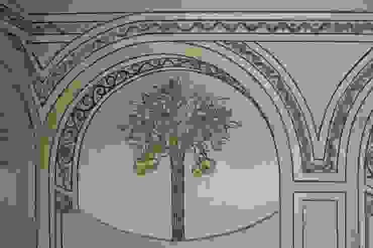 Ricostruzione decorazione vano scale Ingresso, Corridoio & Scale in stile classico di RIECOLOGIZZO Classico