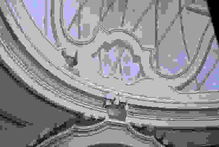 Decorazione in stile settecentesco in un edificio a pianta centrale con copertura a cupola a base ellittica Giardino classico di RIECOLOGIZZO Classico