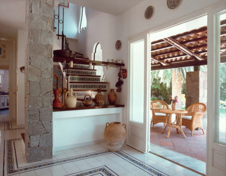 Puertas y ventanas de estilo mediterráneo de Venezia Tre Mediterráneo