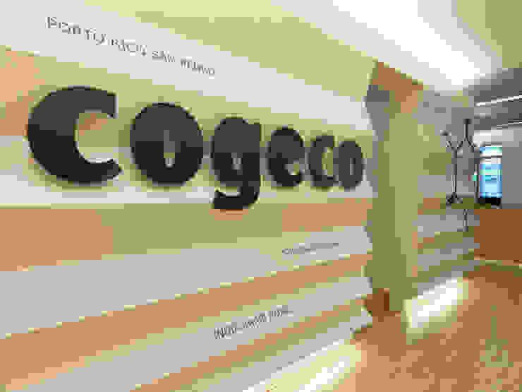 COGECO Negozi & Locali commerciali moderni di waltritsch a+u Moderno