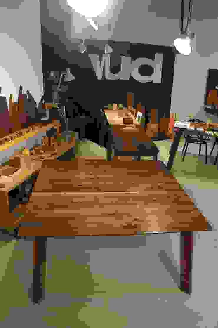 Tavolo noce bordi smussati di Vud Design