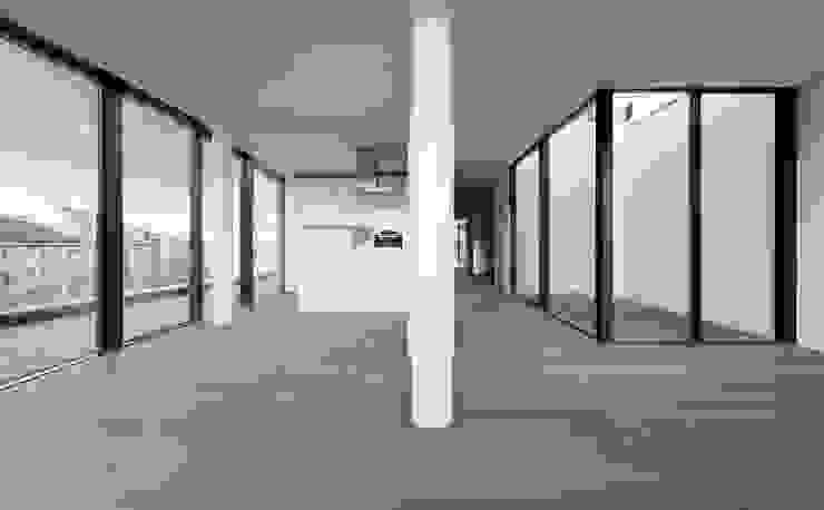 MG9 – Sanierung und Aufstockung Margaretenstraße 9 Moderne Wohnzimmer von Josef Weichenberger architects + Partner Modern