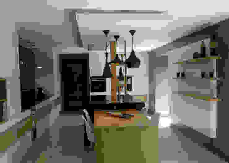 Nhà bếp phong cách chiết trung bởi UN AMOUR DE MAISON Chiết trung