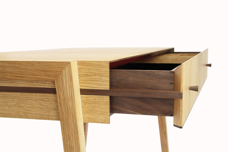 Animate Desk in Oak: modern  von Young & Norgate,Modern