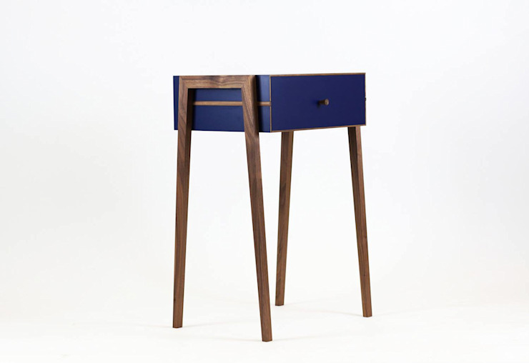 Animate Bedside Table in Blue Formica and Walnut: modern  von Young & Norgate,Modern