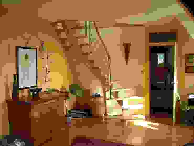 Limon central Couloir, entrée, escaliers modernes par ADIBOIS Moderne