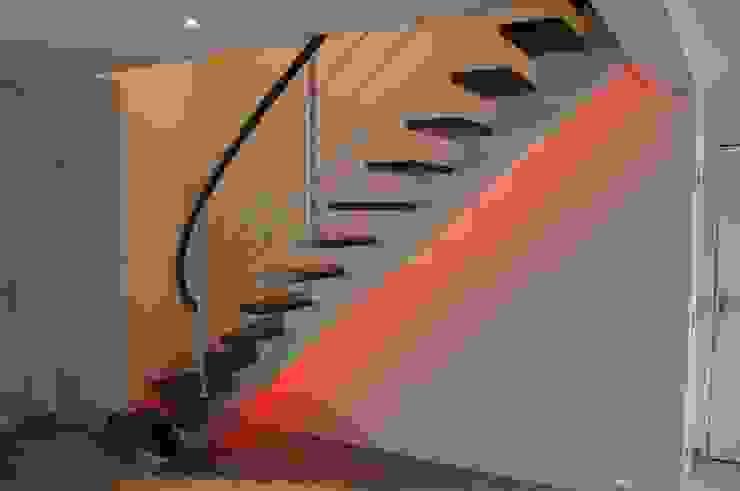 Limon central Couloir, entrée, escaliers industriels par ADIBOIS Industriel