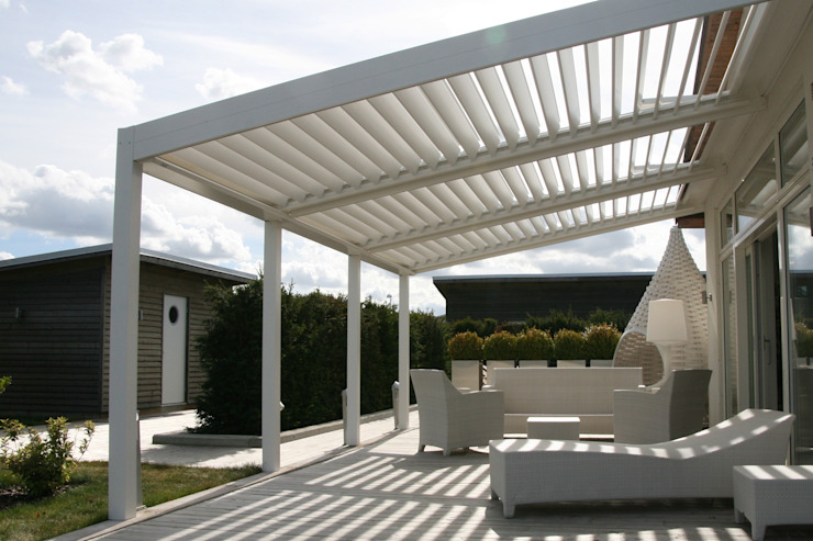 The BIOCLIMATIC Pergola by SOLISYSTEME de SOLISYSTEME Moderno