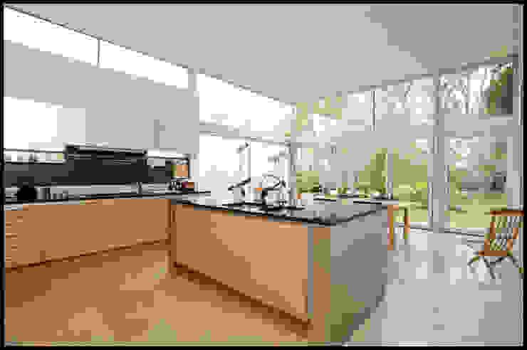 Dick Place - kitchen Modern kitchen by ZONE Architects Modern