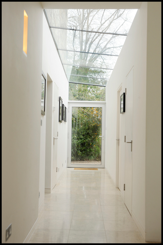 Dick Place - glazed corridor Modern kitchen by ZONE Architects Modern