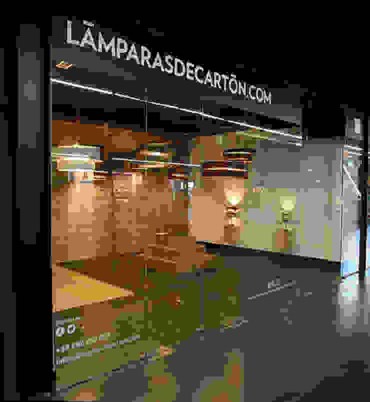 LAMPARASDECARTON.COM 01 Espacios comerciales de estilo moderno de K-LO TALLER DE ECODISEÑO,S.L. Moderno