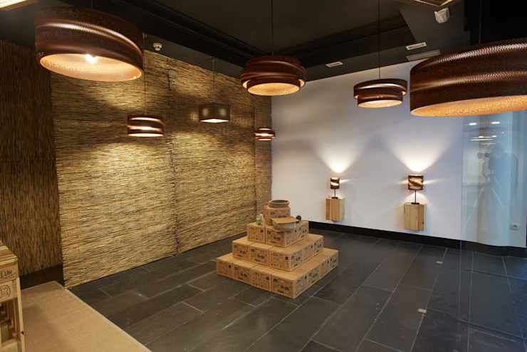 LAMPARASDECARTON.COM 03 Espacios comerciales de estilo moderno de K-LO TALLER DE ECODISEÑO,S.L. Moderno