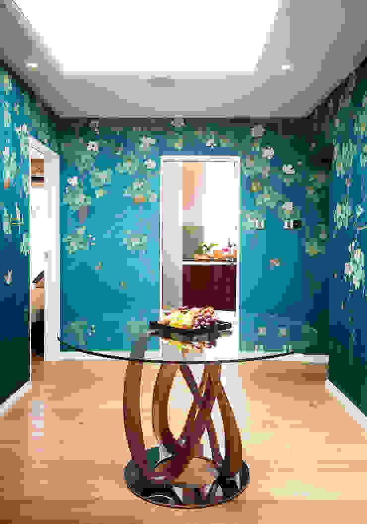 Kensington & Chelsea Коридор, прихожая и лестница в эклектичном стиле от Matteo Bianchi Studio Эклектичный