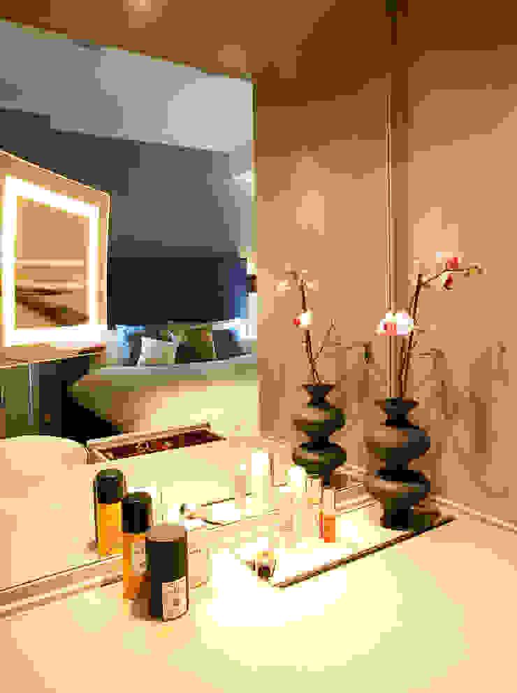 Elegant make up corner in master bedroom Спальня в эклектичном стиле от Matteo Bianchi Studio Эклектичный