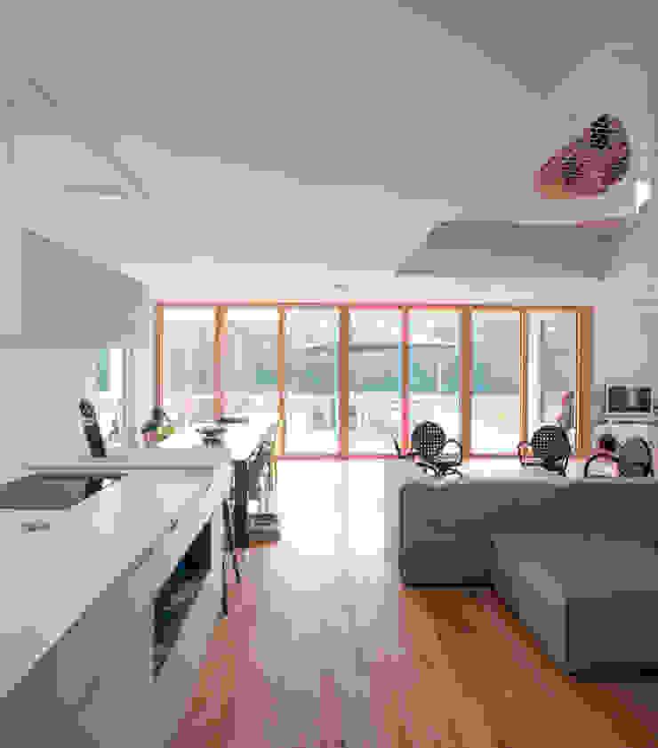 POLY RYTHMIC ARCHITECTURE Moderne Küchen