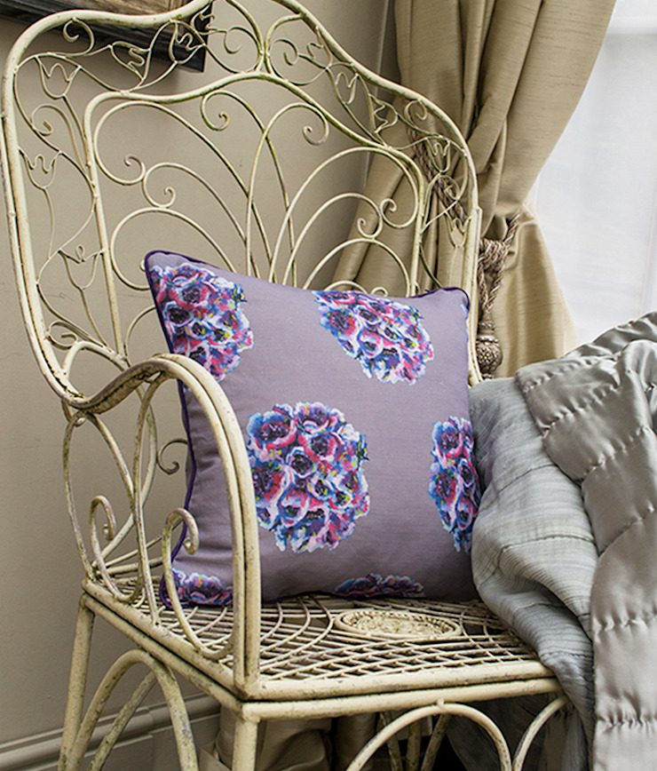 English Garden Cushion: eclectic  by Occipinti, Eclectic