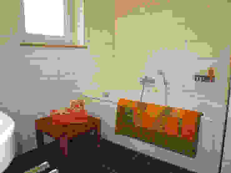 Nowoczesna łazienka od Raumpraesenz-Homestaging Nowoczesny