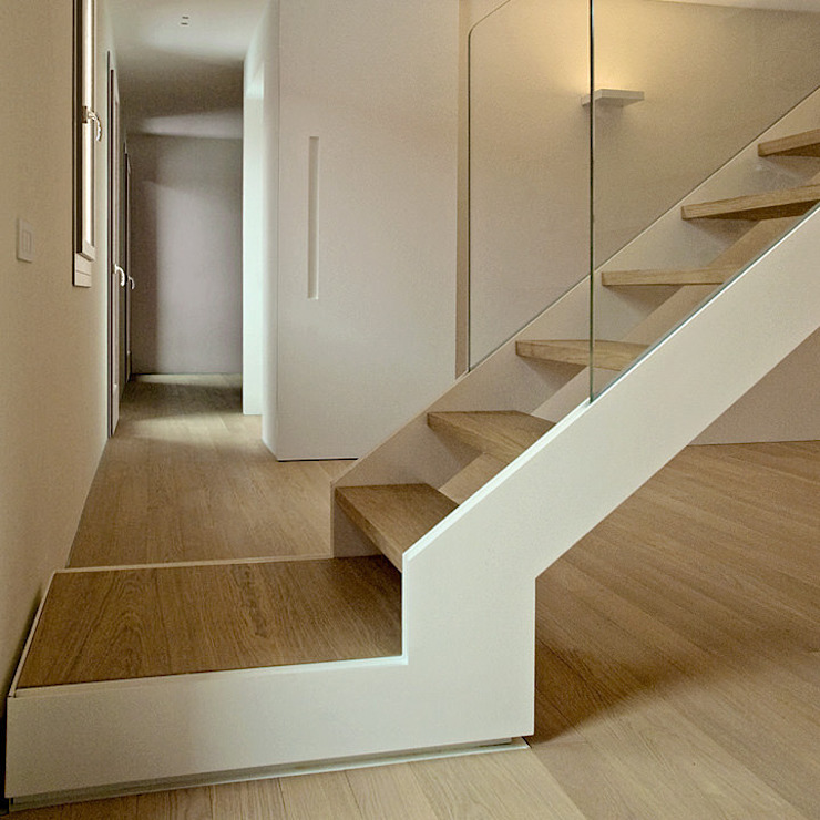 Staircase - private house Modern corridor, hallway & stairs by Ni.va. Srl Modern