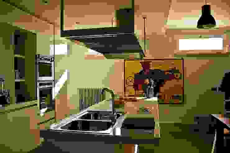 l.o.f.t. Cucina in stile industriale di deltastudio Industrial