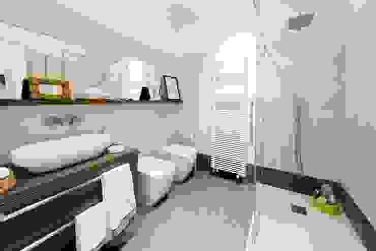 Private House Modern Bathroom by MNA Studio | Macchi Nicastri Architetti Modern